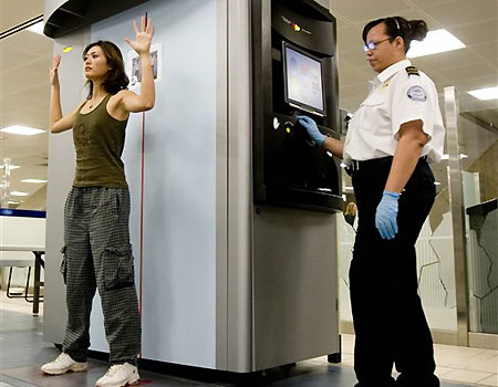 2008-03-03_backscatter-full-body-scan-at-phoenix-international-airport